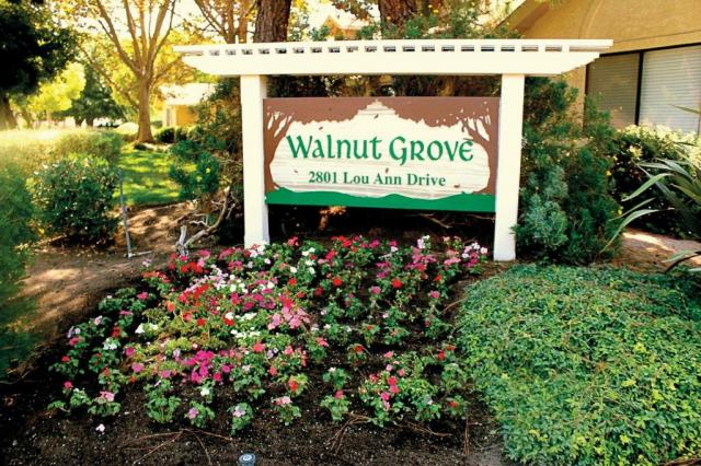 Walnut_Grove_Sign.jpg